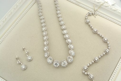 5 Essential Factors For Choosing A Diamond Necklace